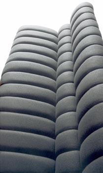 Moderní keramický design a možnosti jeho praktického i dekorativního využití (Iris Ceramica).
