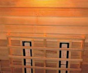 Detail keramických infrazářičů uvnitř infrakabiny, která je vyrobena z ušlechtilého topolového dřeva (SAUNY SALUS).