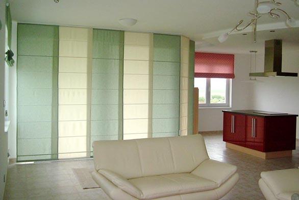 Stínicí technika nemusí sloužit pouze jako ochrana před sluncem, ale také jako zajímavý dělicí prvek interiéru, který může vašemu obydlí vtisknout osobitý charakter (BEMATECH).