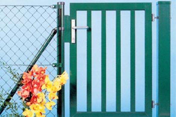 Ke stavebnicím drátěných plotů DOPS, MSD i zahraničních produktů nabízejí výrobci i harmonizující branky a vrata všech typů.