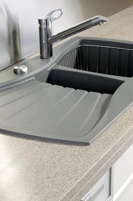 Dřez Tenor 4011 (Luisina Design) v odstínu titan z materiálu luisemetal pořídíte bez bateire a košíku za 10 200 Kč bez DPH (Jelínek).