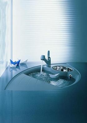 Dřez Blancoaxia z materiálu obsahujícího voduodpuzující látky.