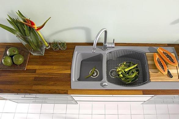 Kuchyňský dřez Exotic s praktickým doplňkem - dřevěnou krájecí deskou (Jelínek).