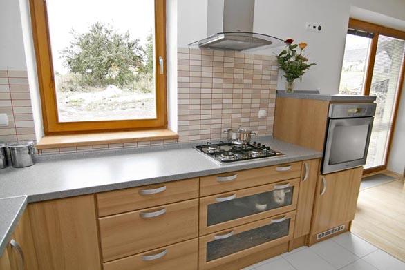 Ergonomické rozmístění spotřebičů už měla majitelka natrénované z předchozího bydlení.
