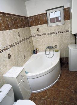 Koupelna ctí oblíbené barvy paní domu.