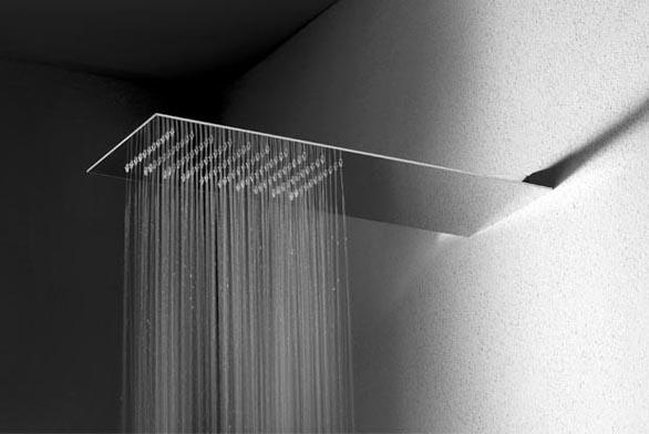 Sprcha Tre milimetri v minimalistickém designu, tloušťka korpusu pouhé 3 mm.