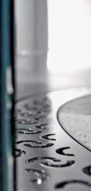 Odvodnění s obloukovým žlábkem po obvodu sprchové zástěny, cena k doptání (ACO).