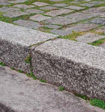 Technologie monolitických schodů je prověřena staletími – materiál: žula.