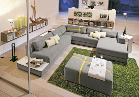 Sedací souprava Home Lounge-Wilson (Now by Hülsta), kombinace s dřevěnými odkládacími plochami.
