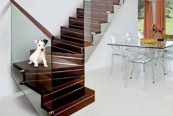 Schodiště Harmony, dřevěné stupně, skleněné zábradlí, cena od 78 000 Kč (J. A. P.).