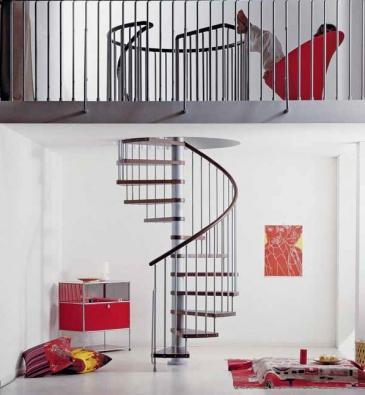 Točité schodiště ze série Klan (Fontanot), cena od 48 360 Kč (J. A. P.).