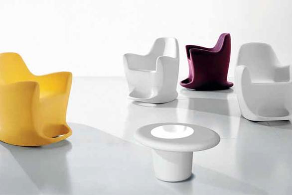 Houpací křeslo Flip (Bonaldo), design Dondoli e Pocci, rozměry 76 x 89 x 88 cm, cena 14 550 Kč (FINEZZA DESIGN).