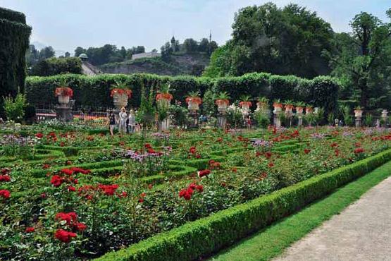 Krásné rosárium můžete spatřit v arcibiskupské zahradě v rakouském Salcburku.