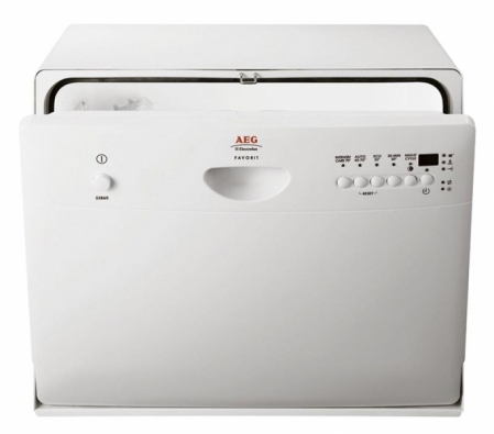 Kompaktní myčka F52860, rozměry 44,7 x 54,5 x 48 cm, energetická třída A, hlučnost 48 dB, umyje 6 sad nádobí, 5 programů, automatický program sám podle počtu a zašpinění nádobí zvolí množství vody, čas mytí a teplotu, cena 14 390 Kč, AEG – ELECTROLUX.