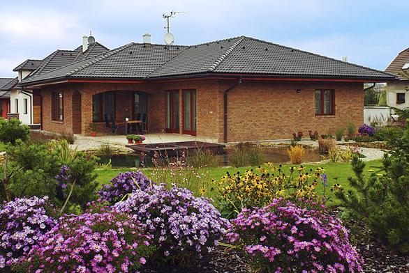 Absolutně nejvyšší počet čtenářských hlasů atitul Dům roku 2012 získal oblíbený typový dům Iris 1 zprodukce společnosti Hoffmann Chrudim, spol. sr. o.