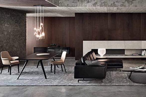 Jak ukazuje obývací prostor zařízený nábytkem z nové kolekce Minotti, i tmavý interiér může působit útulně. Jde o to volit tlumené barvy a materiály a doplnit je náladovým intimním osvětlením.