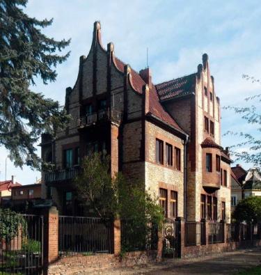 Vzhledem k tomu, že jde o nejvýznamnější architektonickou památku v Poděbradech, chtějí majitelé vilu otevřít pro veřejnost.