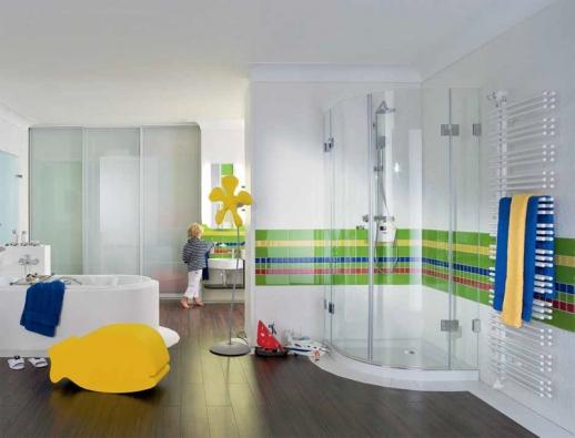 Součástí nástěnného radiátoru mohou být držáky na ručníky, věšáky a kosmetická zrcátka.