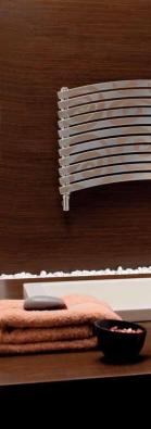 Celkem 11 typů radiátorů nabízí kolekce Lola Decor (CORDIVARI), rozměry 45 x 151,6 cm, cena od 46 740 Kč, IL BAGNO.