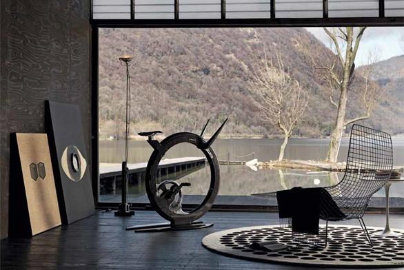 Rotoped Ciclotte (Lamifl ex), design Luca Schieppati, karbon, ocel a skleněná vlákna, dotykový displej, 12 stupňů obtížnosti, cena od 207 000 Kč.
