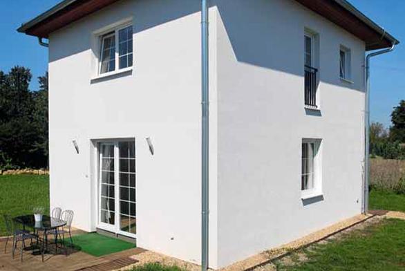 Nový zděný dům vyžaduje speciální zacházení. Především je v něm třeba dostatečně větrat a topit, přestože vám vrozená spořivost velí něco jiného.