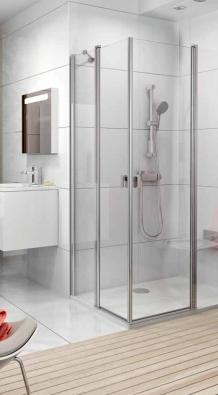 Prvky z kolekce Chrome (RAVAK) umožňují vzájemnými kombinacemi zhotovení sprchových koutů rozmanitých tvarů, cena od 8 990 Kč, RAVAK.