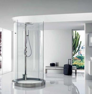 Kruhová sprchová kabina Transtube (ROCA), průměr 15 cm, dveře vybavené čidlem s automatickým otvíráním, termostatický sprchový sloup s dešťovým efektem, cena 303 850 Kč, PROCERAM.
