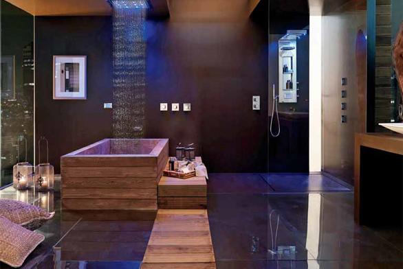 Stropní sprcha umístěná nad vanou, série Dream Flat (BOSSINI), 57 x 47 cm, chromoterapie, ovládací panel, režimy déšť a mlha, cena 120 020 Kč, MONDO CERAMICA.