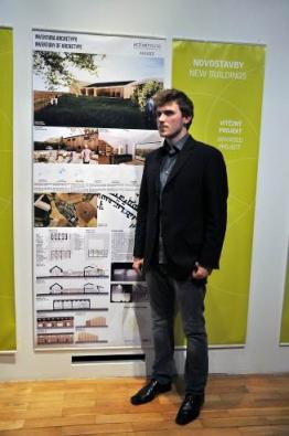 Při vyhlášení soutěže Active house award převzal první cenu vkategorii novostaveb a finanční odměnu ve výši 45000 Kč Norbert Obršál zFA VUT Brno.