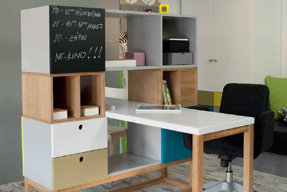 Designérka přišla s nápaditým řešením, jak pokoj rozdělit na dívčí a chlapeckou část.