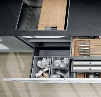 Změnu ve využívání úložných prostor ve spodních skříňkách přinesly výsuvné kontejnery.