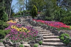 Bezpečné zahradní cesty a schodiště