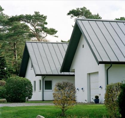 Každý majitel domku, chaty či chalupy bude s velkou pravděpodobností v průběhu svého života řešit obnovu střechy.