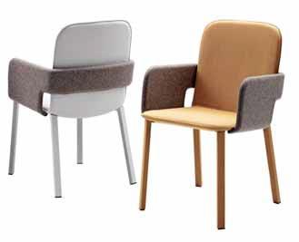 Novinkou značky Casamania je čalouněná židle Toast. Základní jednoduchý tvar je v objetí područek. Vyrábí se s textilním či koženým čalouněním, podnož je na výběr z lakovaného či chromovaného kovu, dřeva nebo rovněž čalouněná. Rozměry sedáku 52 × 56 cm poskytnou opravdové pohodlí při sezení. www.casamania.it.