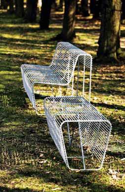 Kolekci drátěného zahradního nábytku Lipido vyrábí podle návrhu Romana Vrtišky a Vladimíra Žáka společnost mmcité.