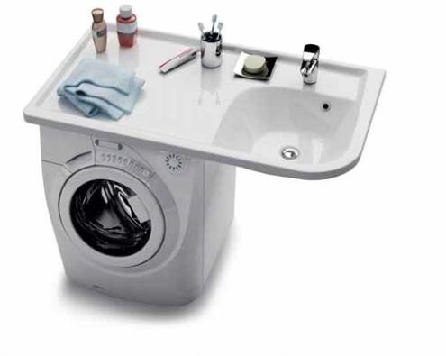 Umyvadlo Praktik W maximálně využívá prostor v malé koupelně, pod odkládací plochu se krásně vejde pračka standardních rozměrů. Můžete si vybrat pravé nebo levé provedení, rozměry 1 160 x 650 mm, cena 7 140 Kč. Vyrábí RAVAK (www.ravak.cz).