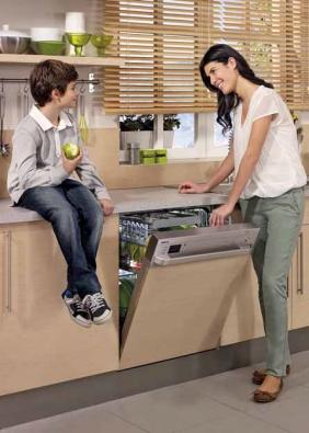 Vestavná myčka nádobí DIN 6830 FX30 (BEKO), 3 sprchovací úrovně, 13 sad nádobí, spotřeba vody 10 l, energetická třída A +++, hlučnost 46 dB, cena 17 990 Kč, E-BEKO.