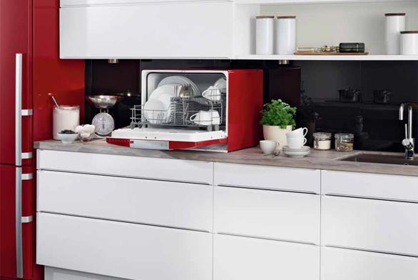 Stolní myčka ESF2300OH (ELECTROLUX), červená, bílá, černá barva, 6 sad nádobí, spotřeba vody 7 l, energetická třída A, hlučnost 48 dB, senzorem řízený automatický program AutoFlex, cena 9 990 Kč, ELECTROLUX.