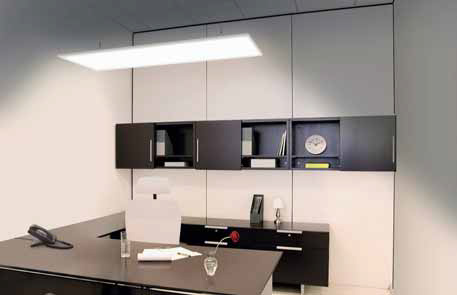 Puristický, jednoduchý, plochý design svítidla Ledvance Area zaujme každého na první pohled, současně zaručuje opravdu všestranné použití v domácnosti (v obývacím pokoji, kuchyni, hale i předsíni). Ledvance Area lze použít jako stropní svítidlo vestavěné do podhledu, s dodávaným příslušenstvím je možné jej i zavěsit. Úsporná technologie LED s příkonem pouhých 54 W v poměru ke světelnému toku 3 400 lm nabízí solidní měrný světelný výkon svítidla o hodnotě 63 lm/W.