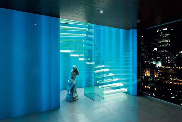 Konzolové schodiště Ghost (Siller), sklo, cena od 1 000 000 Kč (PALAZZIO).