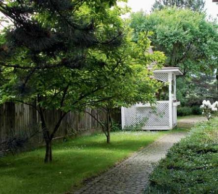 K romantickým prvkům patří i nezbytný altán, který kopíruje secesní sloh rodinné vily.