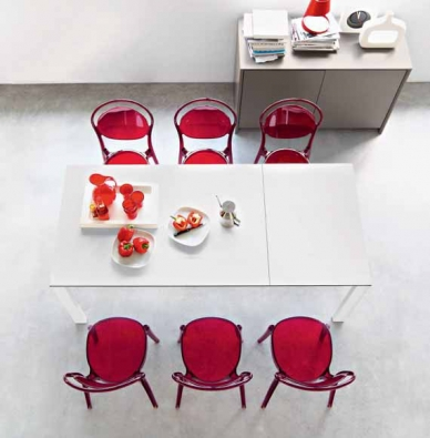Stohovatelné židle Parissiene (CALLIGARIS), provedení plast, odstín rosso, možnost dalších sedmi barev, cena 4 620 Kč,CORRECT INTERIOR.