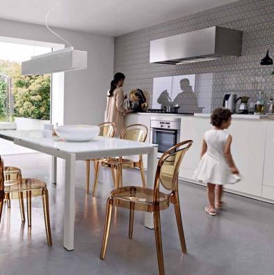 Rozkládací stůl Baron (CALLIGARIS) v provedení bílé sklo a matný lak, může být také zhotovený z lamina (4 dekory) nebo dýhy (3 odstíny), ve 4 rozměrech a se dvěma typy nohou, cena od 28 950 Kč, CORRECT INTERIOR.