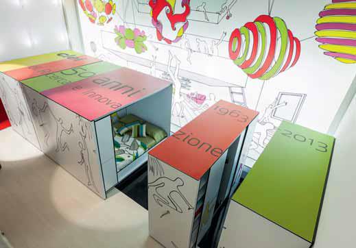 Kuchyň se skládá z pevného segmentu s varnou a mycí zónou (jsou napojeny na přívody vody, odpad a elektřinu) a posuvného kontejneru s potravinovými skříněmi a velkým úložným prostorem.