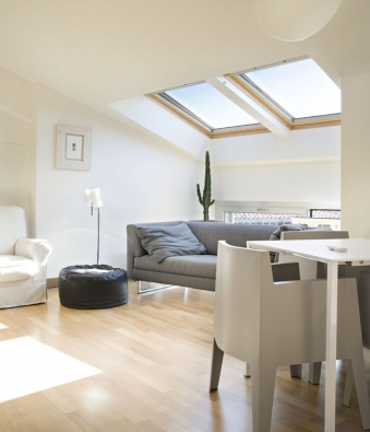 Celodřevěná kyvná střešní okna GGL jsou prověřenou klasikou mezi střešními okny.