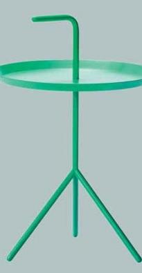 Příruční stolek s držadlem na přenášení Don´t Leave Me (HAY), ocel a epoxidový práškový lak, Ø 38 cm, v. 44/58 cm, cena od 4 046 Kč, STOCKIST.