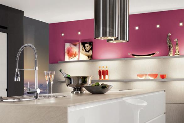 Nadčasová kuchyně Pura v lehkých, světlých barevných variantách. Přední plocha MDF, lakovaná, bezúchytková. Široký výběr skříněk, možnost kombinace barevných akcentů a skla. Cena od 11 999 Kč/1 bm včetně desky (SCONTO NÁBYTEK).