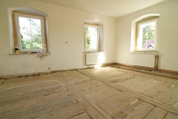 01 | Stará očištěná podlaha