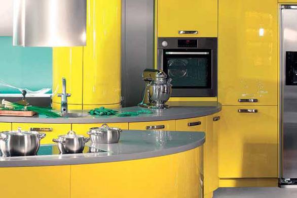 Na mezinárodním veletrhu IMM Cologne byla v rámci expozice Living Kitchen představena novinka v oblasti materiálů kuchyňských dvířek. Zdá se, že designéři našli recept na nesmrtelnost kuchyní. Keramika je totiž tvrdší než žula, ale lehčí než hliník. Vydrží vysoké teploty i útok chemikálií.