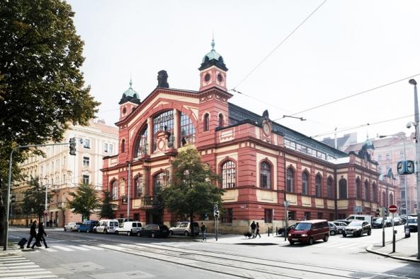 Mezi hlavní lákadla, jež veřejnosti nabízí, patří originální koncept prodejní a výstavní galerie moderního bydlení Stockist.